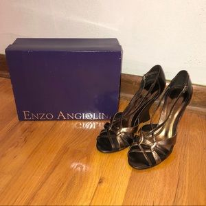 Enzo Angiolini Metallic Open Toe Wedge Size 8M